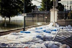 Sacs de sable à l'inondation photo libre de droits