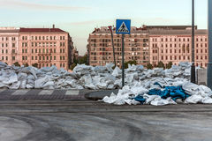 Sacs de sable à l'inondation image libre de droits