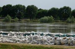 Sacs de sable contre des inondations Image libre de droits