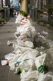 Sacs de sable pour l'empêchement d'inondation à la route de Silom photographie stock