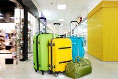 Sacs de voyage dans l'aéroport Photo libre de droits