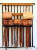 Sacs en cuir faits main et ceintures Images libres de droits