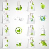 Sacs en papier avec la conception écologique verte d'icônes Images stock