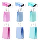 Sacs en papier d'achats dans des couleurs en pastel Images stock