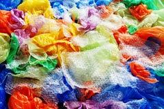 Sacs jetables colorés de plastique et de déchets d'en haut photo libre de droits