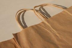 Sacs jetables de papier d'emballage d'isolement, pacaging de vie de style d'eco, ?cologique et ?conomique image stock