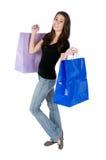 Sacs à provisions heureux de fixation de jeune femme, d'isolement Images stock