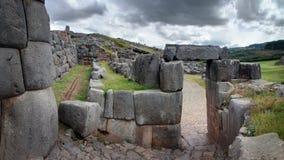 Sacsayhuaman Inca fördärvar i peruanska Anderna nära Cuzco, Peru Royaltyfri Foto