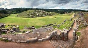 Sacsayhuaman Inca fördärvar i peruanska Anderna nära Cuzco, Peru Arkivfoto