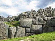 Sacsayhuaman Incas fördärvar i peruanska Anderna på Cuzco Royaltyfri Foto