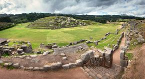 Sacsayhuaman, ruínas do Inca nos Andes peruanos perto de Cuzco, Peru Foto de Stock