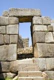 sacsayhuaman trappa för dörröppning arkivbilder