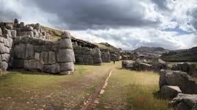 Sacsayhuaman väggar av incaen fördärvar i peruanska Anderna nära Cuzco, Peru Royaltyfri Bild