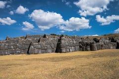 Sacsayhuaman z pięknymi chmurami Obrazy Stock