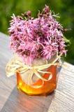 Sacuda por completo de la miel fresca deliciosa y de las flores salvajes Fotos de archivo libres de regalías