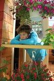 SAD flicka i terrassen Royaltyfria Bilder