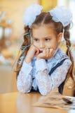 SAD flicka med härliga bows Royaltyfria Bilder