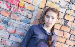 SAD flickastående Royaltyfria Bilder