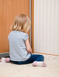 A sad girl is sitting on the floor Royalty Free Stock Photos