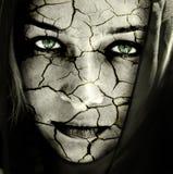 SAD hudkvinna för sprucken torr framsida Arkivfoton