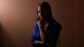 SAD teen för flicka 4k UHD arkivfilmer