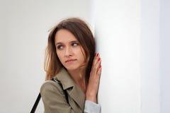 Sad young woman at the wall Royalty Free Stock Photography