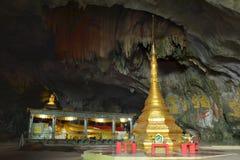 Sadan för insida för härlig sikt sakral grotta, Myanmar Burma Ancien Royaltyfria Foton