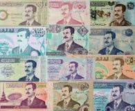 Saddam Hussein på de irakiska pappers- pengarna Arkivfoto