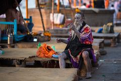 Sadhu of Baba heilige mens op ghats van de rivier van Ganges Stock Afbeeldingen