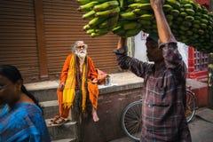 Sadhu of Baba heilige mens op ghats van de rivier van Ganges Stock Fotografie