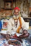 Sadhu Baba på den Pashupatinath templet Royaltyfria Bilder