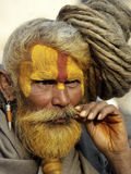 Sadhu con el pelo del dreadlock en el festival de Shivaratri Fotografía de archivo