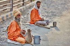 Sadhu mit einem Affen Lizenzfreie Stockfotografie