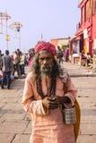 Sadhu på ghatsna av varanasi Arkivfoto