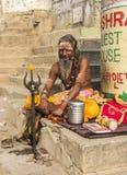 Sadhu på ghatsna av varanasi Royaltyfri Fotografi