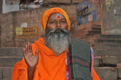 Sadhu (uomo santo) a Varanasi, India fotografia stock