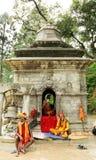 Sadhus in een tempel dichtbij de Tempel van Sri Pashupatinath Stock Foto's