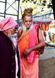 Sadhus hindú con los dreadlocks y ropa del azafrán en el mela Ujjain la India del kumbh de Maha del simhasth Fotografía de archivo