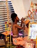 Sadhus hindú con los dreadlocks y ropa del azafrán en el mela Ujjain la India del kumbh de Maha del simhasth Foto de archivo libre de regalías