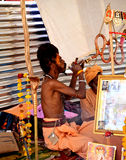 Sadhus indù con i dreadlocks e abbigliamento dello zafferano al mela Ujjain India del kumbh di Maha del simhasth Fotografia Stock Libera da Diritti