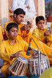 Sadhus joven que canta imágenes de archivo libres de regalías