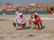 Sadhus que habla en Haridwar Fotos de archivo libres de regalías