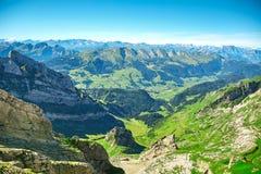 Saentis berglandskap, schweiziska fjällängar Arkivfoton