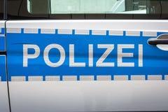Saf reflexivo de plata azul de la policía de la insignia de la etiqueta del coche de Polizei del alemán Imagen de archivo
