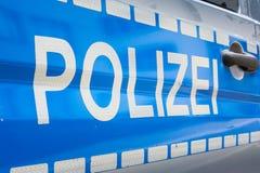 Saf reflexivo de plata azul de la policía de la insignia de la etiqueta del coche de Polizei del alemán Foto de archivo