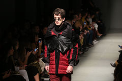 Safak Tokur Catwalk in Mercedes-Benz Fashion Week Istanbul lizenzfreies stockfoto