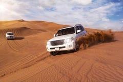 Safari de désert avec SUVs Photos libres de droits