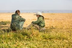 Safari de la familia en África imagen de archivo
