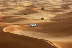 Safari del jeep en las dunas de arena Fotos de archivo