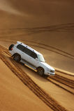 Safari del jeep en las dunas de arena en Dubai Imágenes de archivo libres de regalías